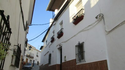 APA352: Village-House for sale in Alora