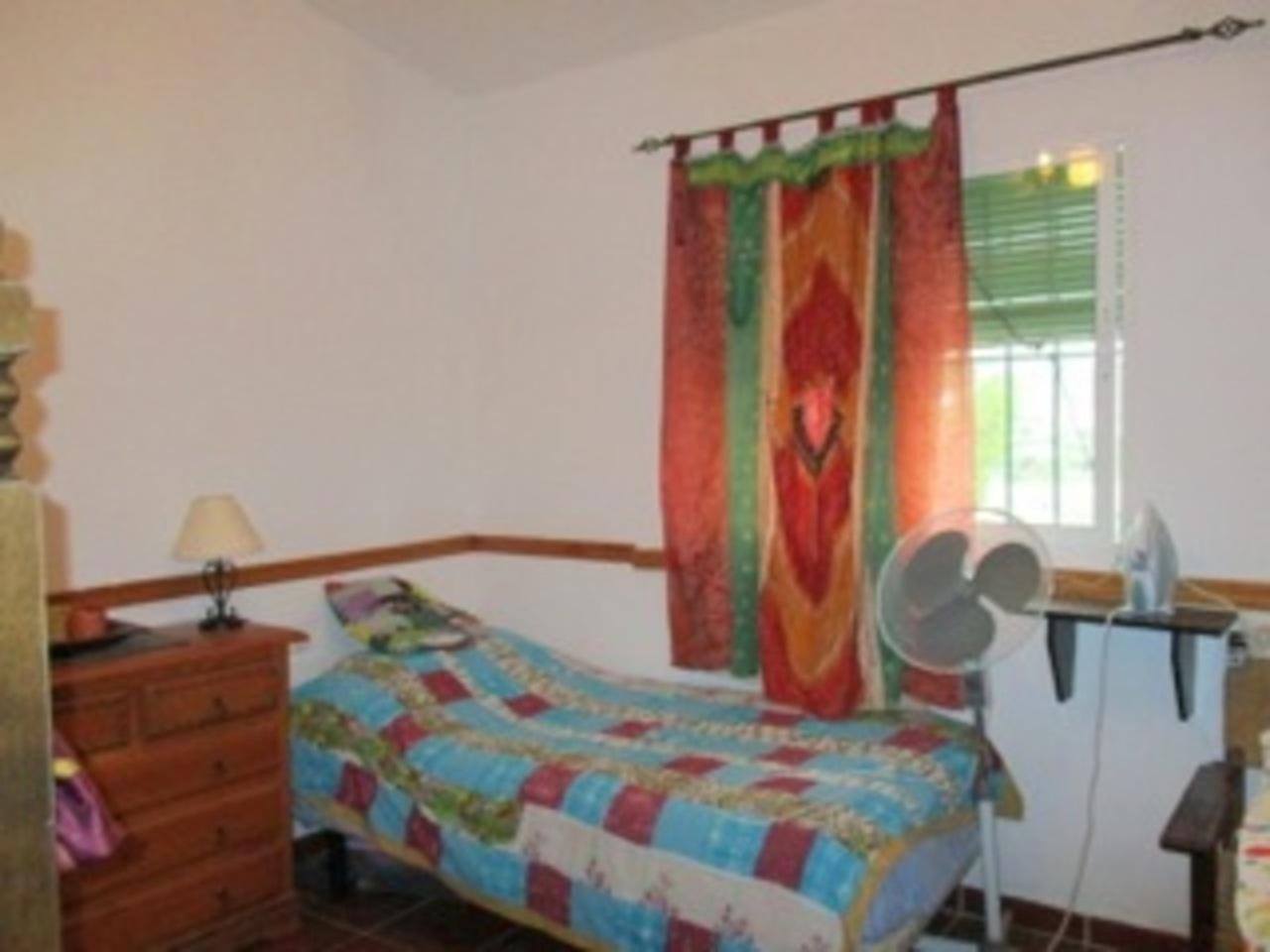 Ref: APA43 6 Bedrooms Price 225,000 Euros