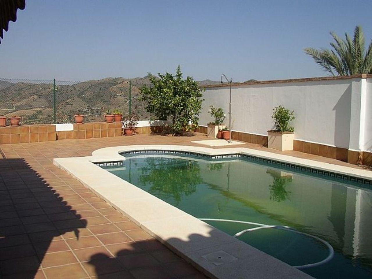 Ref: AP873 4 Bedrooms Price 230,000 Euros